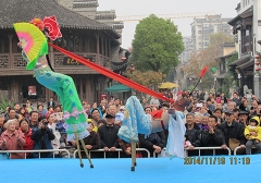 Haicheng stilts attended the fourteenth Nanjing cultural festival in 2014.